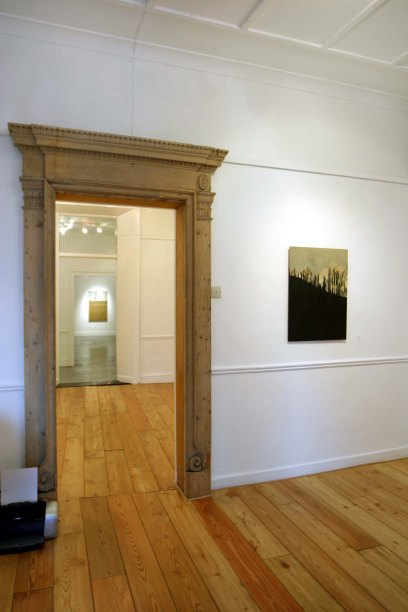 1 exhibition space               cross gallery 2004